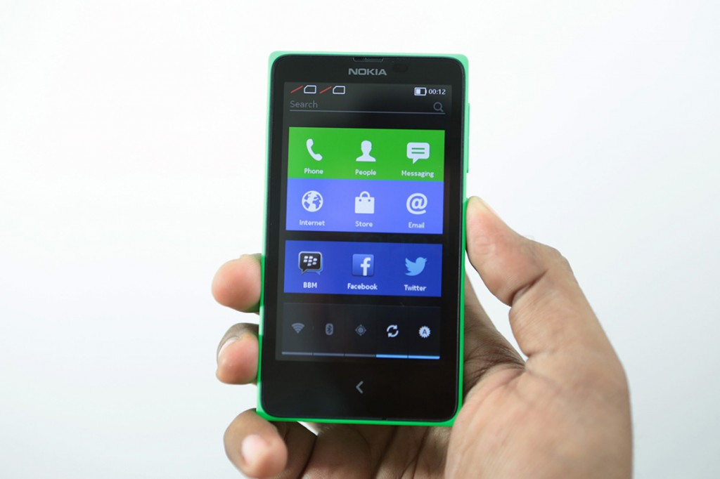Nokia-X-Android-Phone-Unboxing-1