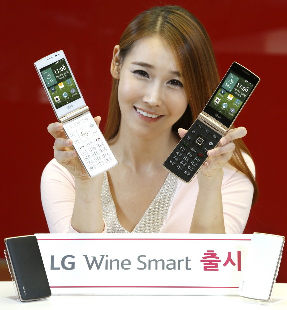 LG Wine Smart Clamshell Android KitKat smartphone launched
