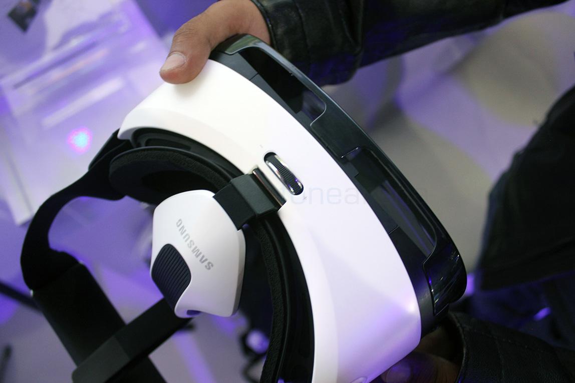 samsung-gear-vr-hands-on-2