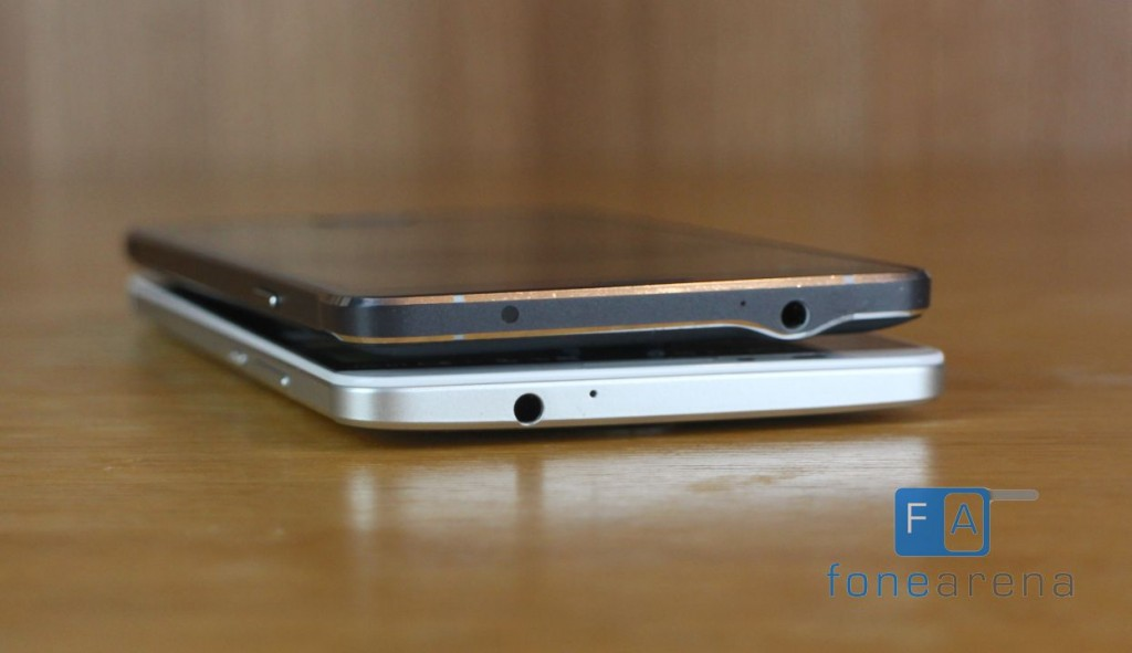 Ascend Mate 7 vs Galaxy Note 4 (Top Antenna)