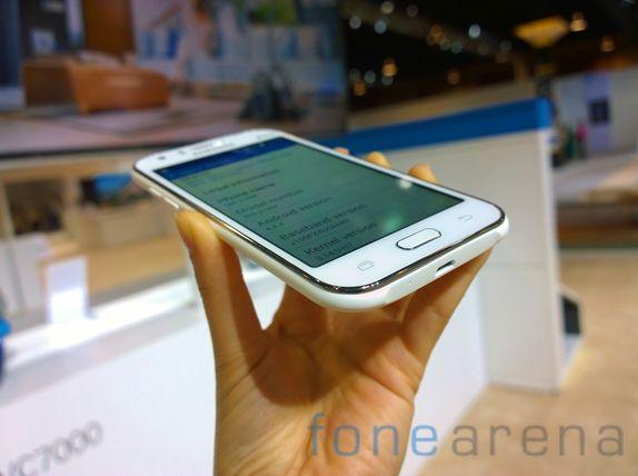 Samsung Galaxy J1 4G Hands On