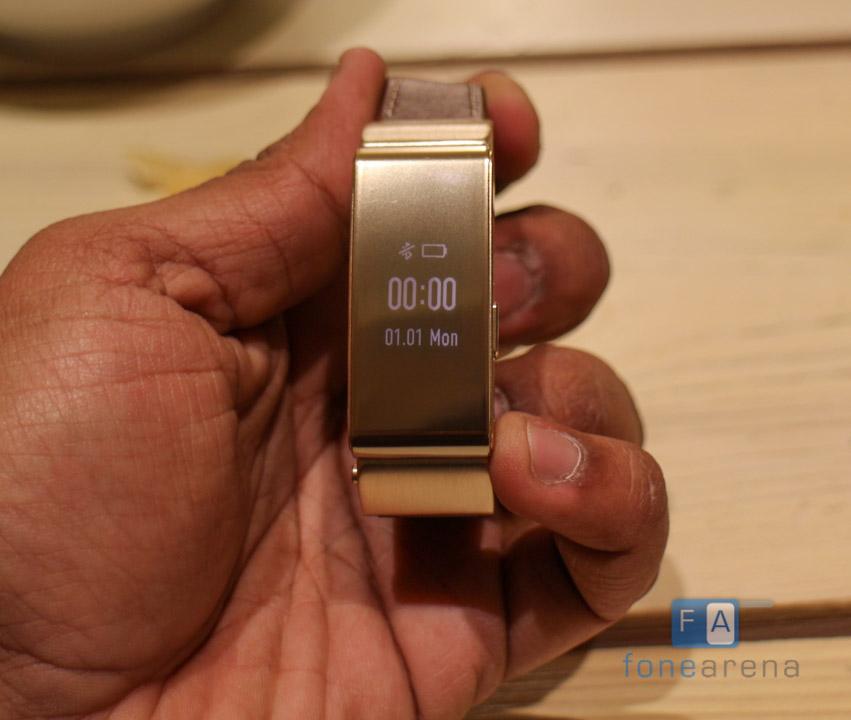 Huawei-Talkband-B2-Hands-On4