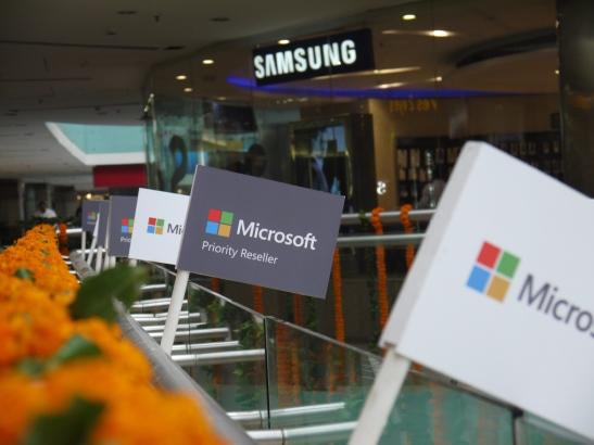 microsoft_priority_store_gurgaon_fonearena