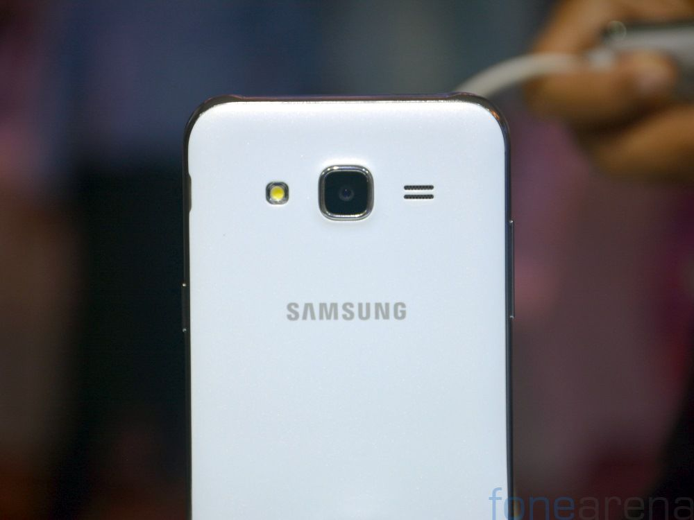 samsung-galaxy-j7-hands-on-fonearena-2