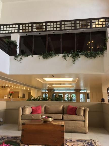 iPhoneSE-indoors