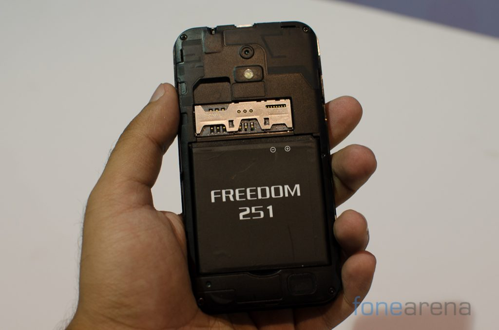 Freedom 251 Hands On -9