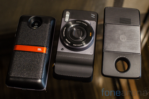 Moto Mods – Insta-Share Projector, JBL SoundBoost