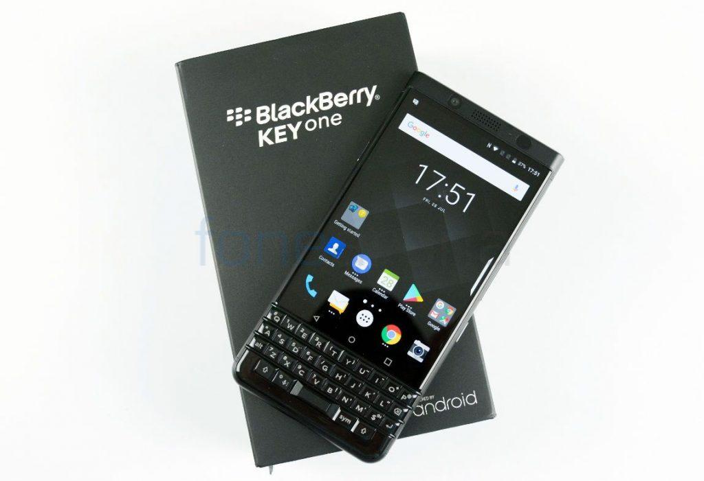 BlackBerry KEYone_fonearena-01