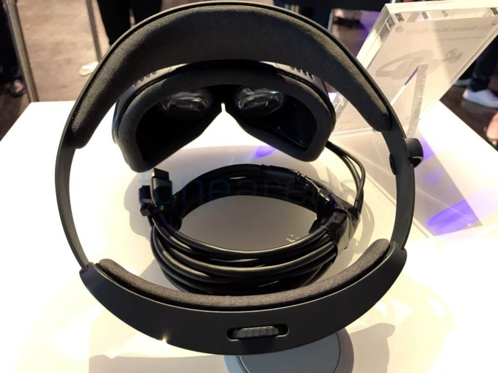 ASUS Windows Mixed Reality headset_fonearena-2