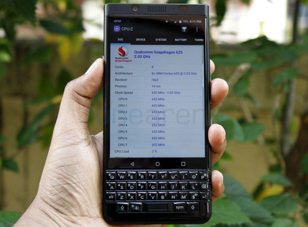 BlackBerry KEYone_fonearena-1