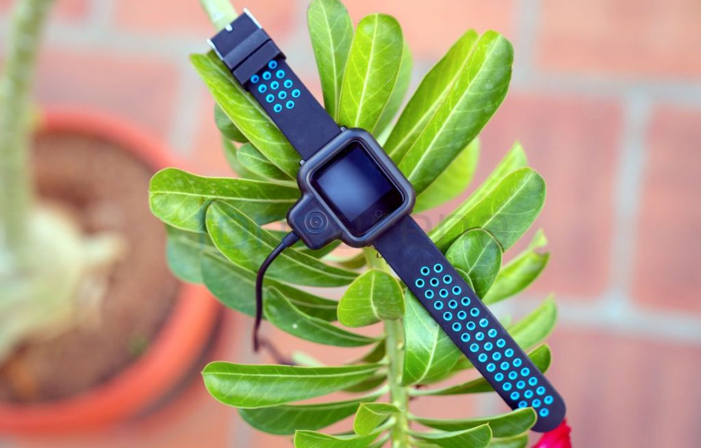 abf4167a2 ... the Colorfit Pro has an Apple Watch feel to it with a big square shaped  dial. On either side of the display module