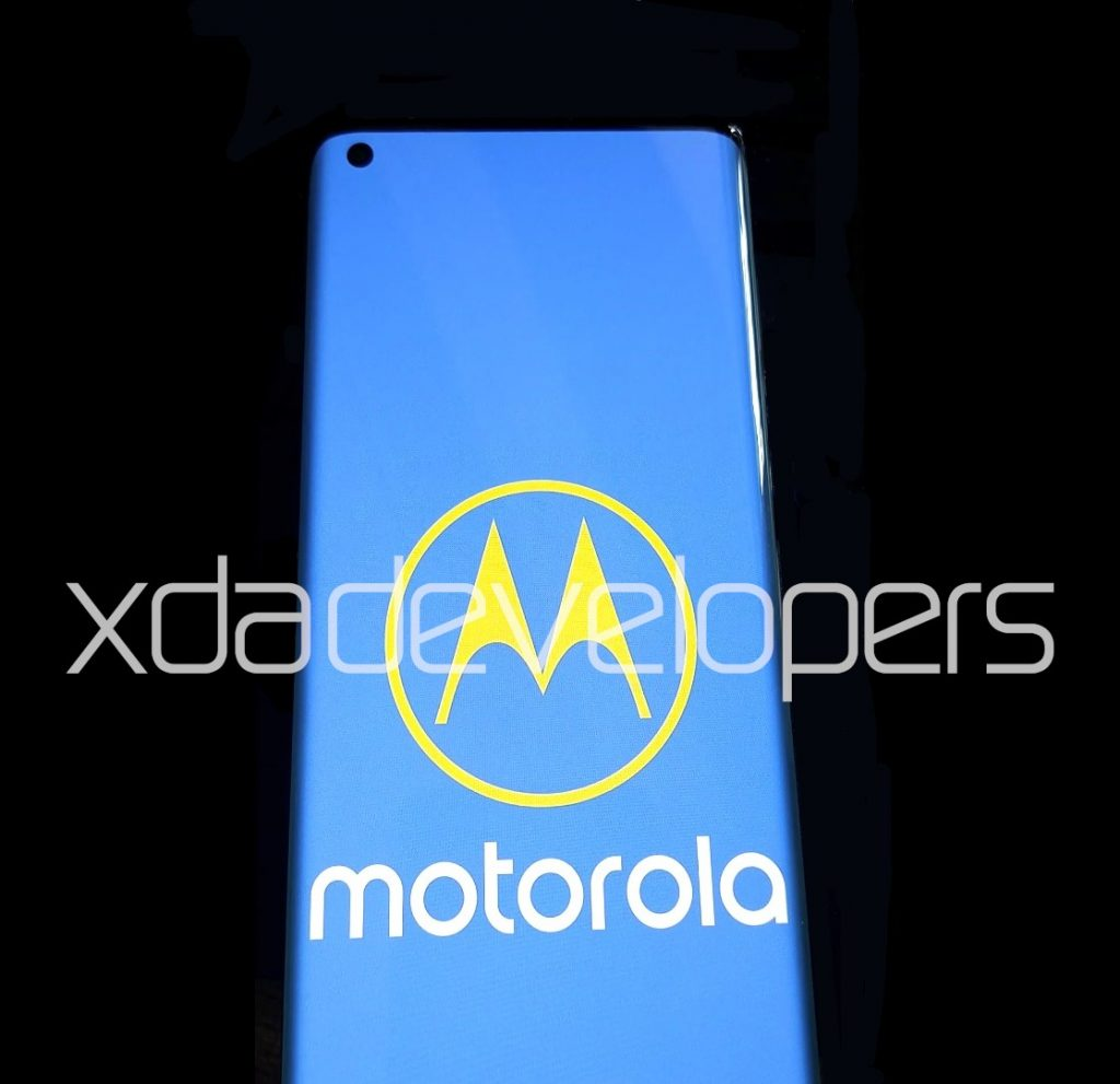 """Motorola One 2020 and One 2020 5G with 90Hz curved """"waterfall"""" display, punch-hole camera surfaces"""